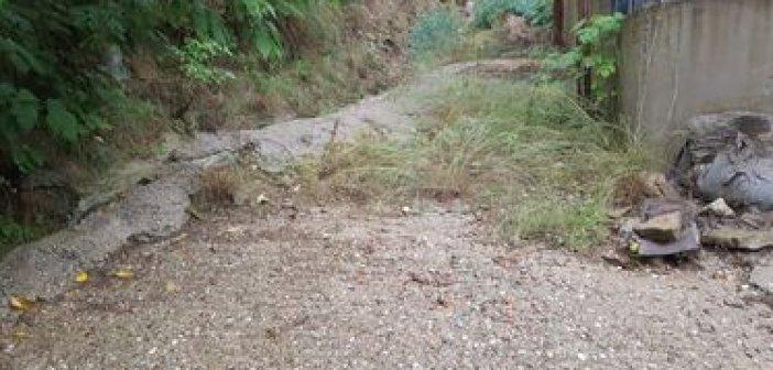"""Αγρίνιο: Καταγγελία για """"επικίνδυνο"""" δρόμο χωρίς φρεάτιο στην περιοχή Αγίου Χριστοφόρου"""